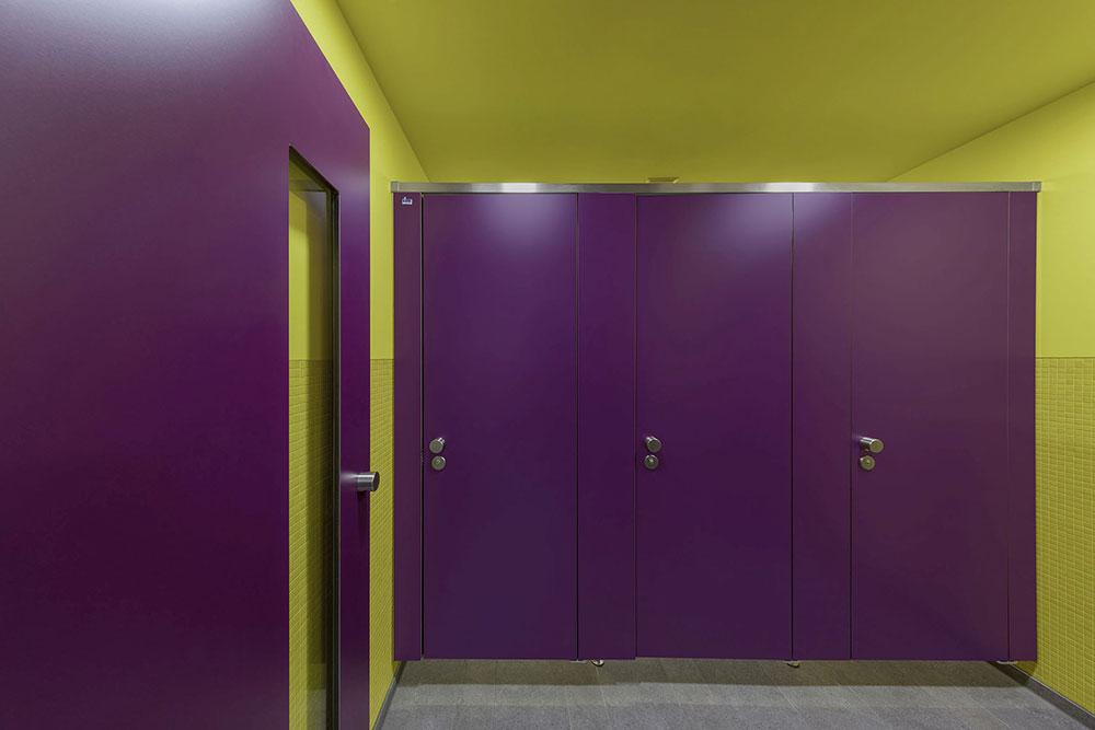 Kemmlit-Bauelemente: WC-Trennwände für den Bildungsbereich | IKZ