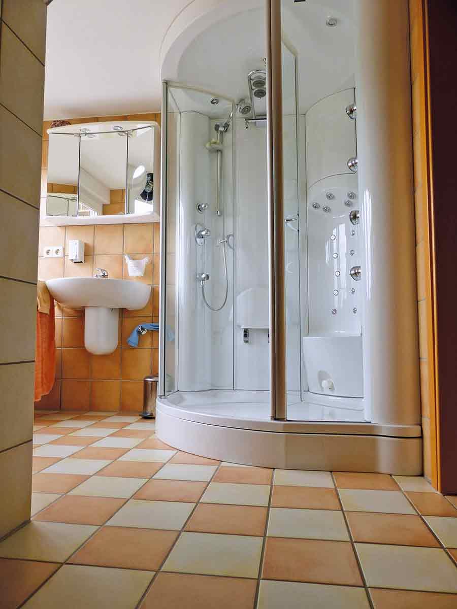 realisierung einer bodengleichen dusche im bestand | ikz