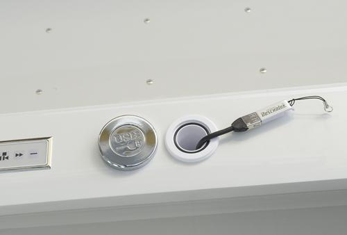 Der USB Anschluss Sorgt Für Einen Unerschöpflichen Vorrat An Musik Nach Dem  Eigenen Geschmack. Vor Spritzwasser Ist Er Durch Eine Abdeckung Geschützt.