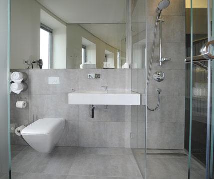 Sanit rtechnik eisenberg design f r moderne badezimmer ikz for Gestaltung von badezimmern