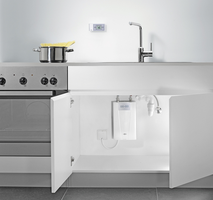 Der Untertisch Durchlauferhitzer U201eCFX Uu201c (Clage) Mit Fernbedienung Bietet  Eine Schnelle Heißwasserversorgung In Der Küche. Die Kompakten Abmessungen  Lassen ...