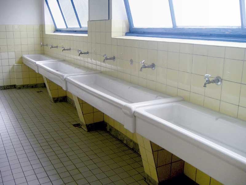 mehr komfort im wasch und duschraum ausstattung einer. Black Bedroom Furniture Sets. Home Design Ideas