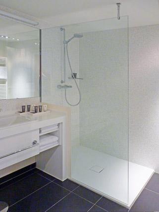 franz kaldewei gmbh co kg entertainment und hotel komplex mit bodengleicher dusche ikz. Black Bedroom Furniture Sets. Home Design Ideas