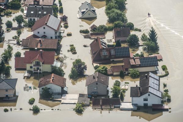 Nach dem Hochwasser: Trinkwasser-Installationen außen trocknen ...