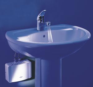Elektrischer Kleindurchlauferhitzer Zur Warmwasserversorgung Eines  Waschbeckens Oder Gäste WCs, Einer Bürotoilette Oder Werkstatt.