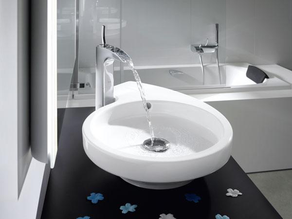 zeitgem er wasserfall bad armaturen f r dusche waschtisch und wanne sind mehr als reine. Black Bedroom Furniture Sets. Home Design Ideas