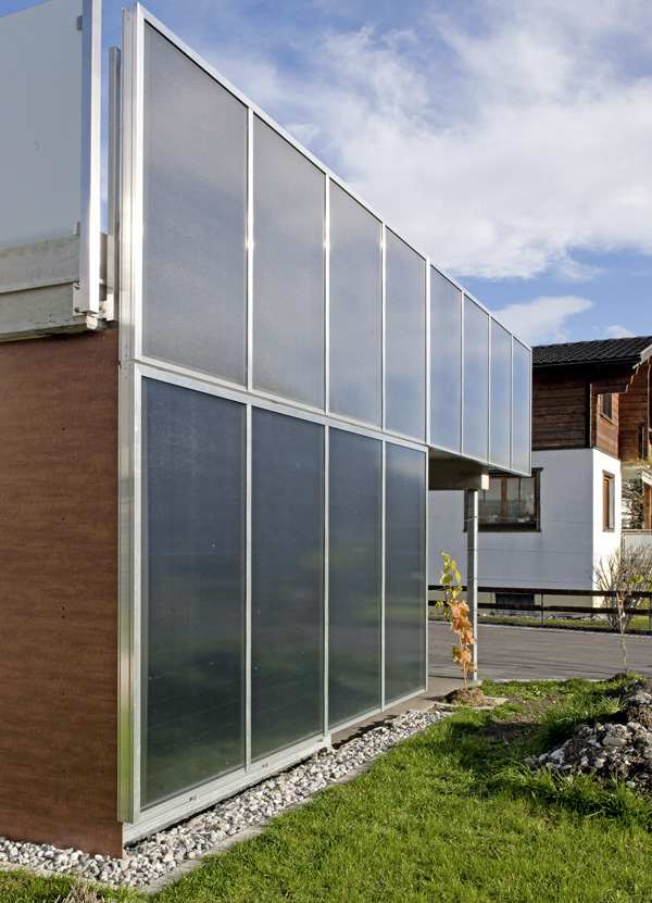 an die wand statt aufs dach fassadenkollektoren sollten bei der frage nach solarthermie mehr. Black Bedroom Furniture Sets. Home Design Ideas